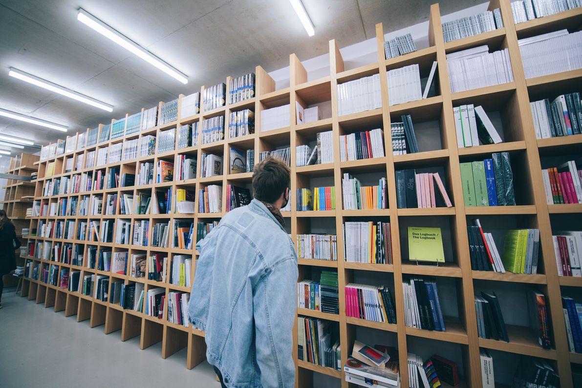 VivaVilla2020_vues librairie et catalogue exposition_credit Louise Quignon (17)